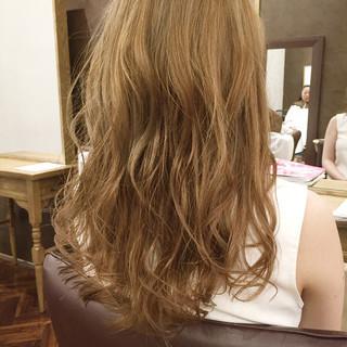 ロング グレージュ 透明感 アッシュグレージュ ヘアスタイルや髪型の写真・画像