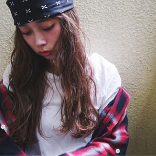 暗髪 ロング 渋谷系 フェミニン ヘアスタイルや髪型の写真・画像 ヘアスタイルや髪型の写真・画像