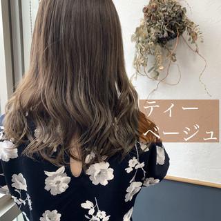 セミロング ベージュ ガーリー ヌーディベージュ ヘアスタイルや髪型の写真・画像