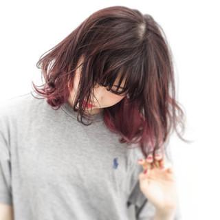レッド ミディアム ボブ インナーカラー ヘアスタイルや髪型の写真・画像 ヘアスタイルや髪型の写真・画像