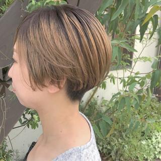ハイトーンボブ ハイトーン 刈り上げショート モード ヘアスタイルや髪型の写真・画像