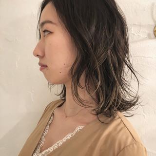 グレージュ エレガント デート ハイライト ヘアスタイルや髪型の写真・画像