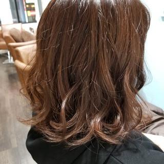 ブラウン ゆるふわ ウェーブ ミディアム ヘアスタイルや髪型の写真・画像