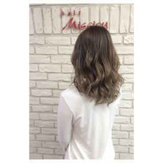 グラデーションカラー スパイラルパーマ セミロング アッシュ ヘアスタイルや髪型の写真・画像 ヘアスタイルや髪型の写真・画像