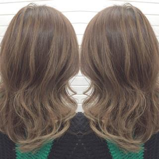 ハイライト ガーリー 外国人風 グレージュ ヘアスタイルや髪型の写真・画像