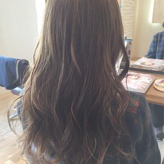 グラデーションカラー ロング グレージュ 外国人風 ヘアスタイルや髪型の写真・画像 ヘアスタイルや髪型の写真・画像