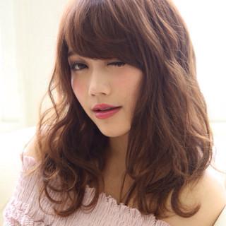 セミロング 外国人風 前髪あり アッシュ ヘアスタイルや髪型の写真・画像