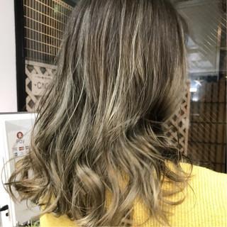 ハイライト ニュアンス グラデーションカラー セミロング ヘアスタイルや髪型の写真・画像