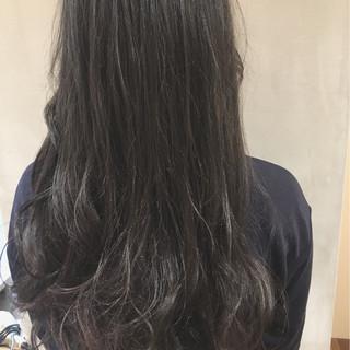 アッシュ ハイライト グラデーションカラー 暗髪 ヘアスタイルや髪型の写真・画像