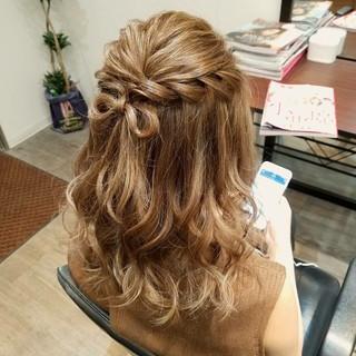 フェミニン ハーフアップ ヘアアレンジ セミロング ヘアスタイルや髪型の写真・画像
