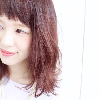 ピンク ロブ オン眉 フェミニン ヘアスタイルや髪型の写真・画像