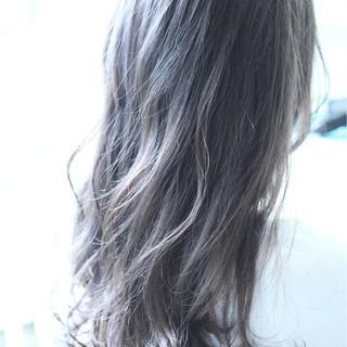 暗髪 ストリート 外国人風 ウェーブ ヘアスタイルや髪型の写真・画像