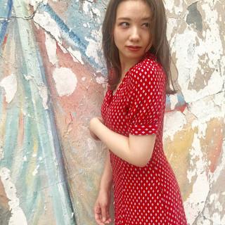大人ロング ベージュ 韓国風ヘアー ミルクティーベージュ ヘアスタイルや髪型の写真・画像