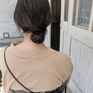 ミディアム 黒髪 お団子ヘア ナチュラル ヘアスタイルや髪型の写真・画像 ヘアスタイルや髪型の写真・画像