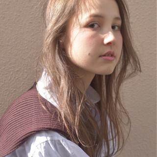 透明感 ウェーブ ラフ ブラウン ヘアスタイルや髪型の写真・画像