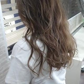 アウトドア ブリーチ ハイライト ロング ヘアスタイルや髪型の写真・画像