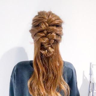 ヘアアレンジ フェミニン セミロング 簡単ヘアアレンジ ヘアスタイルや髪型の写真・画像