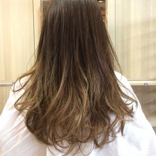 ダブルカラー ロング グレージュ アッシュ ヘアスタイルや髪型の写真・画像