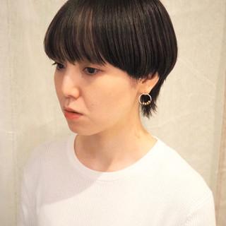 インナーカラー ウルフカット ワイドバング モード ヘアスタイルや髪型の写真・画像