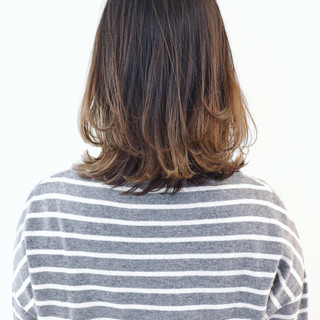外国人風 グレージュ ストリート グラデーションカラー ヘアスタイルや髪型の写真・画像