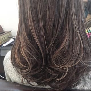 ブルージュ フェミニン ミディアム ハイライト ヘアスタイルや髪型の写真・画像
