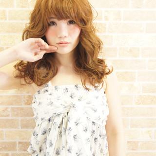 前髪あり レイヤーカット ハイライト パーマ ヘアスタイルや髪型の写真・画像