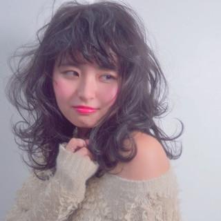 セミロング おフェロ パーマ 黒髪 ヘアスタイルや髪型の写真・画像