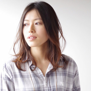 前髪なし センター分け ミディアム センターパート ヘアスタイルや髪型の写真・画像