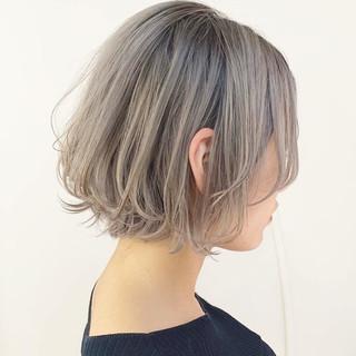ホワイトカラー エレガント ダブルカラー 透け感 ヘアスタイルや髪型の写真・画像
