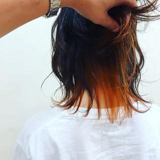 ミディアム インナーカラー ウルフカット ストリート ヘアスタイルや髪型の写真・画像