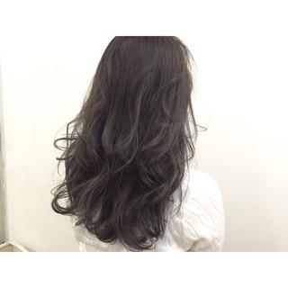 グレー ブルージュ アッシュ ロング ヘアスタイルや髪型の写真・画像