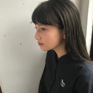 フェミニン 暗髪 セミロング ナチュラル ヘアスタイルや髪型の写真・画像