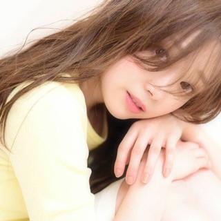 セミロング フェミニン ナチュラル 前髪あり ヘアスタイルや髪型の写真・画像