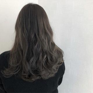 アンニュイほつれヘア ロング スモーキーカラー 簡単ヘアアレンジ ヘアスタイルや髪型の写真・画像