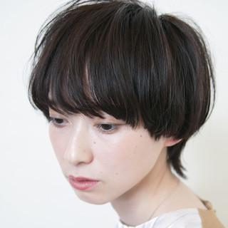 ウルフカット マッシュショート ナチュラル ショートヘア ヘアスタイルや髪型の写真・画像