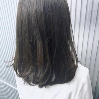 前髪あり アンニュイほつれヘア ナチュラル グレージュ ヘアスタイルや髪型の写真・画像