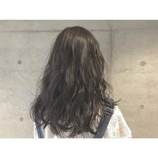 セミロング 暗髪 アッシュ ゆるふわ ヘアスタイルや髪型の写真・画像