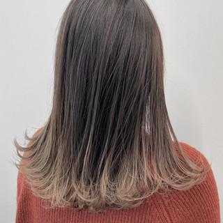 アッシュベージュ アッシュグレー ミディアム エレガント ヘアスタイルや髪型の写真・画像