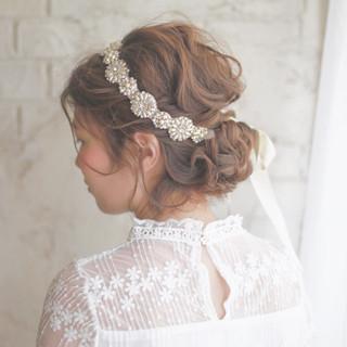 私史上最高のかがやき。ウエディングドレスに合う髪型で時を刻もう。