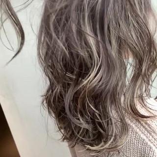 外国人風 グラデーション セミロング ストリート ヘアスタイルや髪型の写真・画像