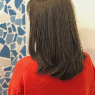 大人かわいい アッシュグレージュ ヘアアレンジ ミディアム ヘアスタイルや髪型の写真・画像