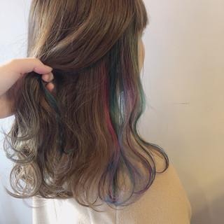 ユニコーンカラー インナーカラー インナーカラーレッド インナーカラーグレー ヘアスタイルや髪型の写真・画像