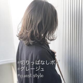 前髪 ナチュラル アッシュグレージュ ミディアム ヘアスタイルや髪型の写真・画像