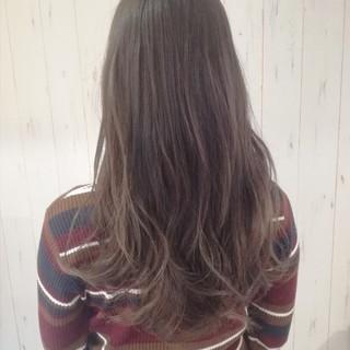ベージュ ロング アッシュ ナチュラル ヘアスタイルや髪型の写真・画像