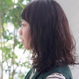 ゆるふわ パーマ ミディアム 暗髪 ヘアスタイルや髪型の写真・画像