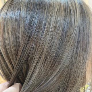 モード 切りっぱなしボブ イルミナカラー ショートヘア ヘアスタイルや髪型の写真・画像
