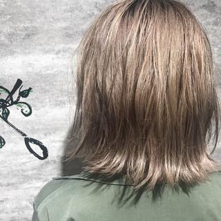 フェミニン デート ボブ ブリーチ ヘアスタイルや髪型の写真・画像