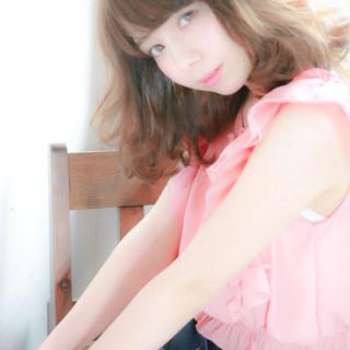 グレージュ ミディアム ガーリー パーマ ヘアスタイルや髪型の写真・画像