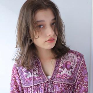 アッシュ セミロング フェミニン 色気 ヘアスタイルや髪型の写真・画像