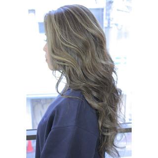 ロング ナチュラル フリンジバング マッシュ ヘアスタイルや髪型の写真・画像